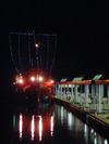 夜の海に浮かぶ御座船
