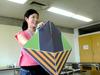 武田美貴先生は大きな折り紙でお手本をしてくださいます